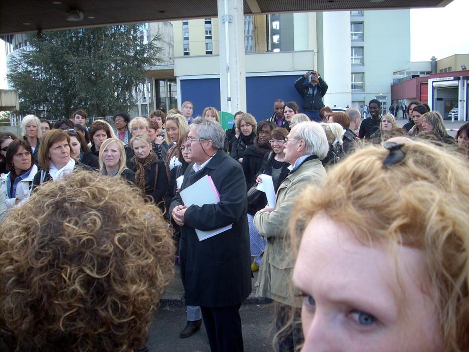 Comité de défense et de développement de l'hôpital public de Creil-Succès du rassemblement à l'hôpital - Creil, 12 avril 2012